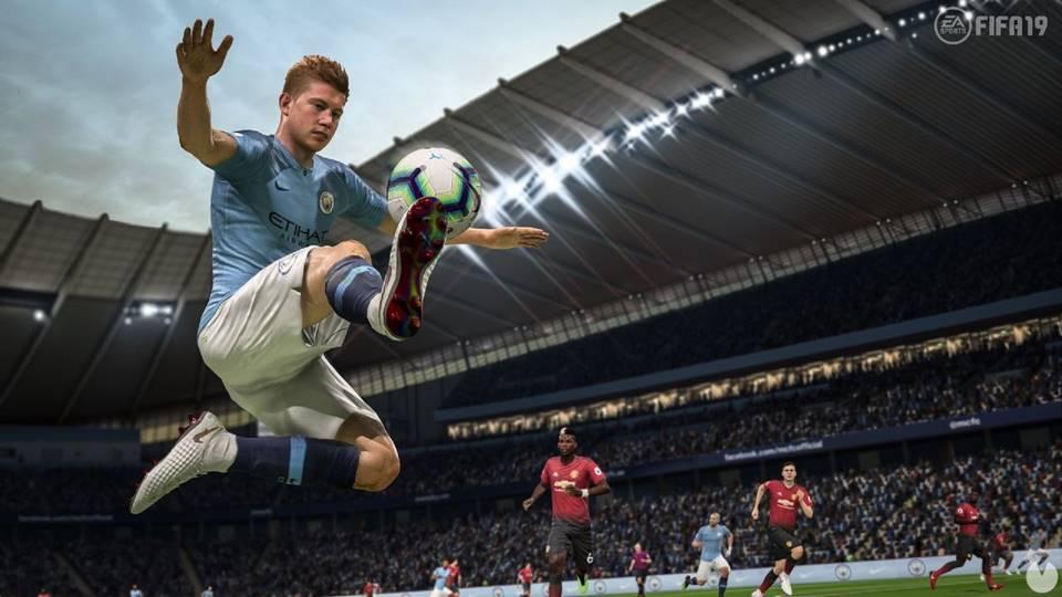 FIFA 19 je stále hektičtější, než by měla, ale hraje se dobře – recenze